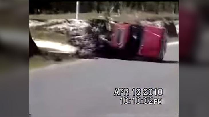 【衝撃映像】ピックアップトラックの荷台に12人乗せた結果・・・。