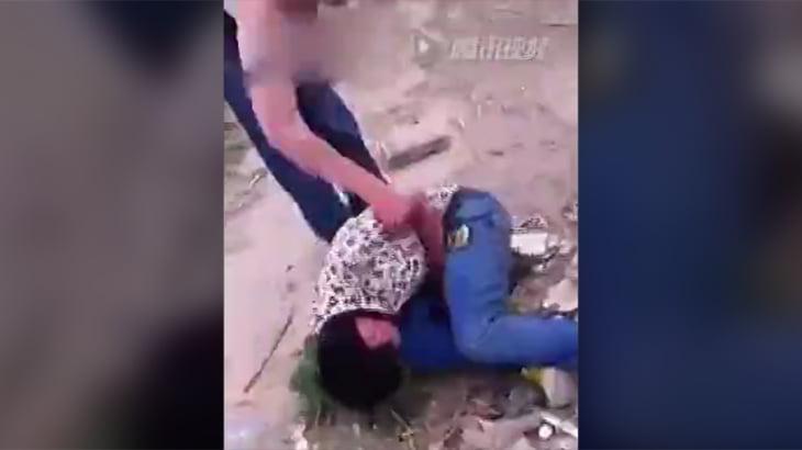 中国でのリンチ、死ぬまで殴る蹴るを繰り返す動画。