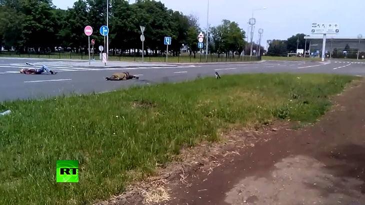 【閲覧注意】襲撃を受けたあと、街中に死体が転がる異様な光景。