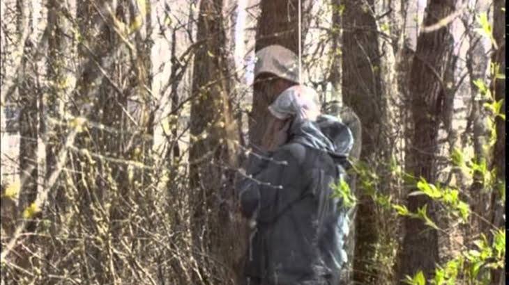夜の森で遭遇したら腰抜かす・・・下半身の無い首吊り死体のグロ動画。