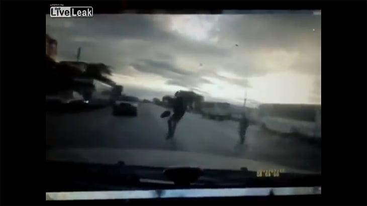 歩行者をひき逃げしたドライバー、対向車と衝突して死亡。
