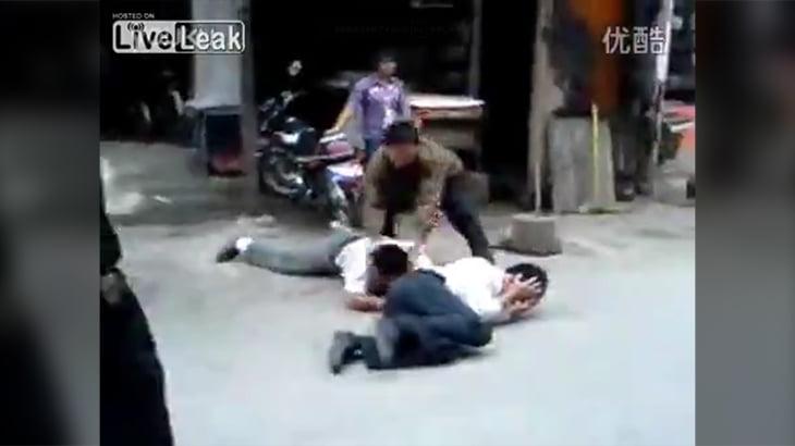 【閲覧注意】中国の泥棒、コンクリートブロックで殴り殺される。