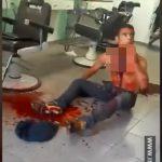 【閲覧注意】突然の自殺衝動。美容院のカミソリで喉を切った男のグロ動画。