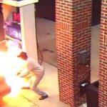 これはアホい。ガソリン給油中にクモを火で焼き殺そうとする男。