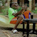 「最も醜い男」の称号を持つウガンダのミュージシャン。