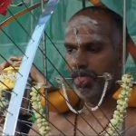 自分の体に串を刺しまくるヒンドゥー教のお祭り「タイプ-サム」。