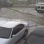 女にフラれた直後、トラックに轢かれて自殺する男の動画。