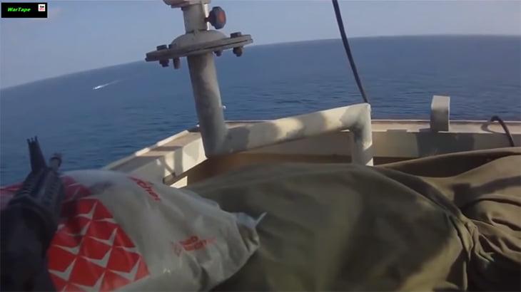 襲う相手を間違えた「海賊」。一斉射撃で一網打尽。