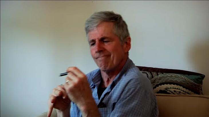 【衝撃映像】パーキンソン病患者が大麻を吸うとどうなるか?