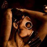 化学兵器の犠牲者。苦しむ人々。安置された死体。