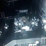 バーにて、プロの格闘家に殴られて死亡した動画。