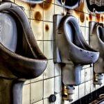"""ノルマ達成できなかった社員に """"便器の水"""" を飲ませる会社が問題に。"""