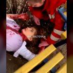 【閲覧注意】ヤク中の女の子、自分で首を切って死亡する直前のグロ動画。