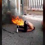 """【閲覧注意】殺人犯、暴徒と化した市民たちに """"火あぶり"""" にされる。"""