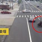 """【閲覧注意】あまりにも迷惑な """"バイクに乗った女"""" が撮影される。"""