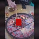 """【衝撃映像】レストランの鍋料理の中から """"とんでもないもの"""" が・・・。"""