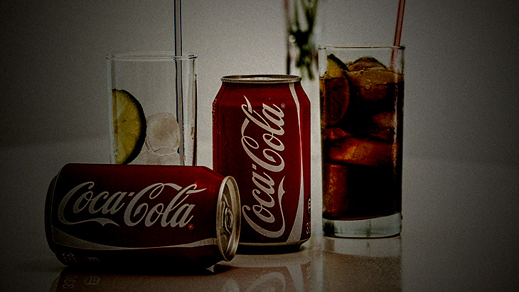 なんだか変な味がするコカ・コーラの缶を切って開けてみた結果・・・。