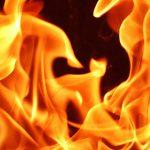 【閲覧注意】大炎上するトラック、運転手はやっぱり・・・。
