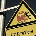 """【閲覧注意】電車に飛び込むも """"死にきれなかった"""" 男性のグロ動画・・・。"""