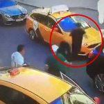 """【衝撃映像】歩行者を """"7人轢いて逃走"""" するタクシー運転手。しかし・・・。"""