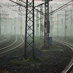 """【超!閲覧注意】殺人で起訴された男、電車に飛び込み """"とんでもない姿"""" になってしまったグロ動画・・・。"""