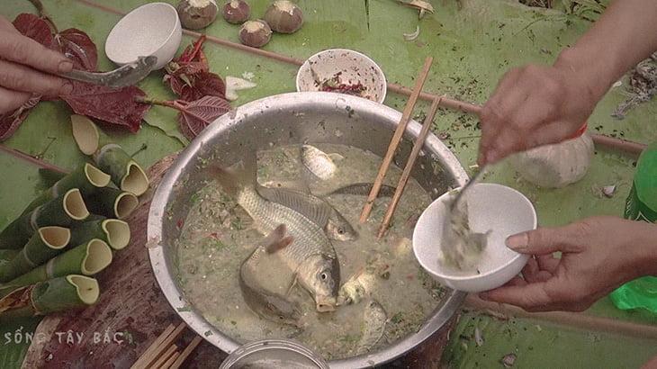 生きた魚に調味料つけて踊り食い。ベトナムの食事情。