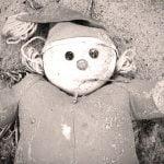 """【超!閲覧注意】バラバラにされた """"子供の身体"""" を集めるグロ動画・・・。"""