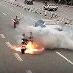 【中国】電動バイク、突然炎上。