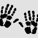 【閲覧注意】指を油圧プレス機に潰されてしまったグロ動画。