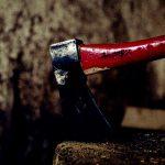 """【超!閲覧注意】斧で """"顔を横に"""" 切り裂かれてしまった男性の死体・・・。【グロ画像】"""