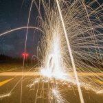 """【衝撃映像】インド人、死体の上に """"花火"""" を置いて遊んでしまう。"""