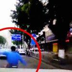 【衝撃映像】急ブレーキをかけたスクーターに怒ったドライバー、追いかけて突き飛ばす。