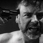 【閲覧注意】拳銃自殺に失敗した男の姿が悲惨すぎるグロ動画・・・。