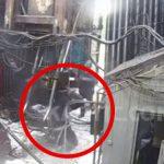 【衝撃映像】石油採掘現場で機材に挟まれてしまう作業員の映像。これ背骨折れてる・・・?