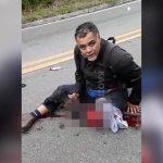 【閲覧注意】バイク事故を起こした男性、自分の左足を見て絶望するグロ動画・・・。