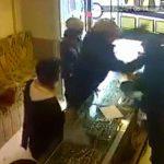 【閲覧注意】宝石店の店主を殺した3人組の強盗、公開絞首刑にされる。