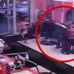 【衝撃映像】離婚を切り出した妻、職場で夫に刺し殺されてしまう。
