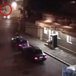 【衝撃映像】車に轢かれた人間が尋常じゃないほど吹き飛ばされる事故映像。