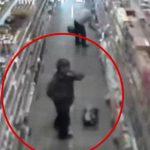 スーパーで買い物してた男性、商品のナイフを使って自殺。