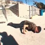 【閲覧注意】スケートボードでの事故。顔面を強打し痙攣する男性。