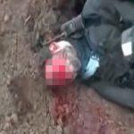 【閲覧注意】顔を撃ち抜かれた兵士、血がドバドバ吹き出すグロ動画。