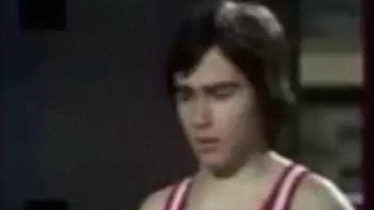 トランポリンの体操選手が後頭部を強打して死亡したアクシデント映像。