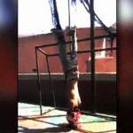【閲覧注意】ベネズエラのギャング、逆さ吊りにした男性の首を切断するグロ動画。