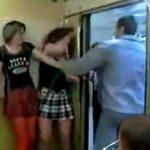 電車内で酔っ払ったままハメを外すとこうなる in ロシア。