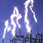 【衝撃映像】高電圧の危険性がよく分かるコンピレーション動画。