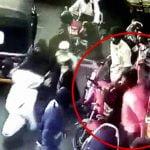 【衝撃映像】バイクの男「いまぶつかっただろ!」→ マチェーテを取り出すも逆に斬られてしまう。