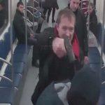 【衝撃映像】地下鉄車内で睨み合う男たち → ロシアの場合こうなる・・・。