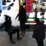 2人組のナンパ男を一瞬で撃退する女性。これ合気の使い手だろ・・・。