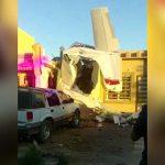 【衝撃映像】民家に航空機が墜落する瞬間。4人が死亡した事故映像。