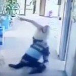 【衝撃映像】日頃の鬱憤が爆発した男、上司を2人殺してしまう。